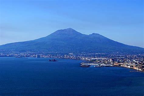 vesuv aktiver vulkan  golf von neapel ferienhaus italien