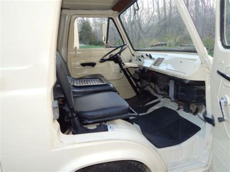 find   ford econoline heavy duty  door short van