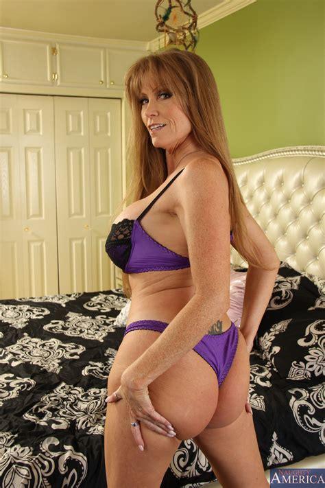 Busty Mom Is Giving Free Sex Lessons Photos Darla Crane Johnny Castle Milf Fox