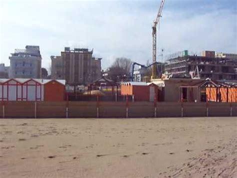 Spiaggia 61 Riccione Legna Sulla Spiaggia Youtube