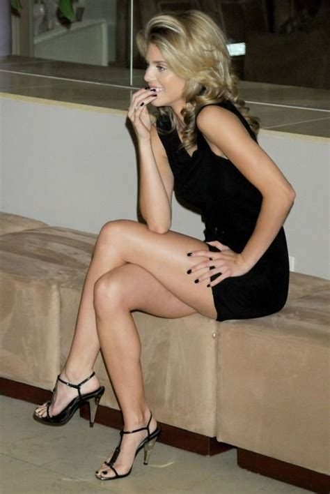 A Blonde With Black Dress Black Heels And Black Nails Perfect Combinatie Contrast Heels