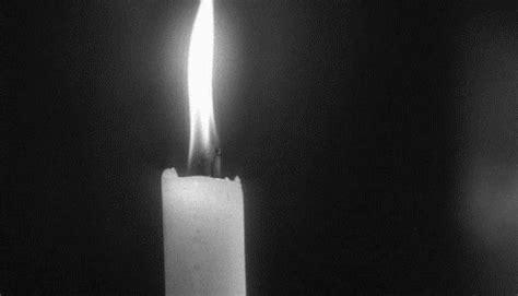 encore une bougie de soufflee bougie soufflee eteindre la flamme noir et blanc image gif anim 233