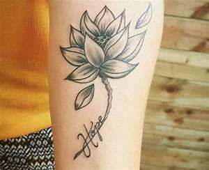 Rosen Tattoo Klein : rosen tattoo unterarm lotus tattoos ideen mit bedeutung 11 tattoo art ~ Frokenaadalensverden.com Haus und Dekorationen