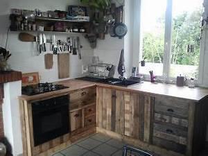 recup39pal cuisine sur mesure en palette pallet With maison en palette plan 9 poser des etageres sur la credence en rangement cuisine