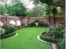 Natural Green Lawn Design To Make Refreshing Ambiance
