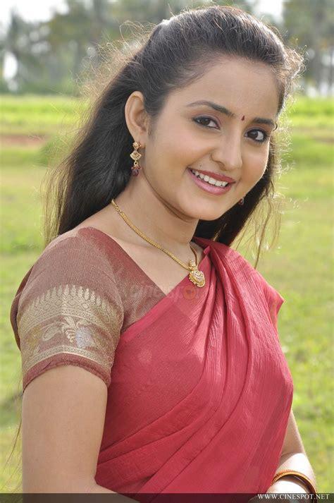 malayalam actress bhama images   saree  wallpapers