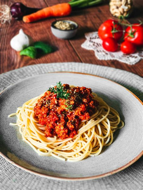 Easy Vegan Bolognese Sauce Recipe - The Best You Will Ever ...