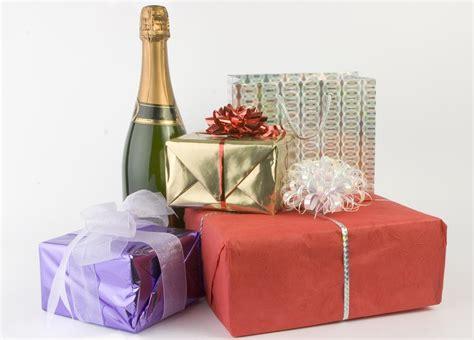 15 Amazingly Thoughtful Wedding Gift Ideas for Older