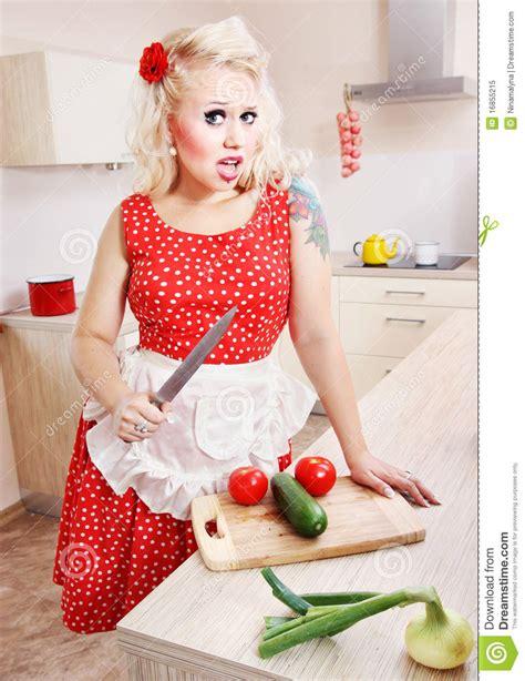 femme dans la cuisine femme au foyer folle dans la cuisine image stock image