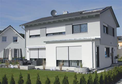 Einfamilienhaus Modern einfamilienhaus modern mit flachem satteldach m 246 rth