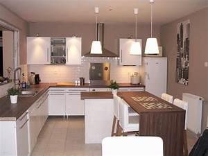 Peinture murale cuisine gris taupe avec decoration cuisine for Idee deco cuisine avec cuisine blanche et noire quelle couleur pour les murs