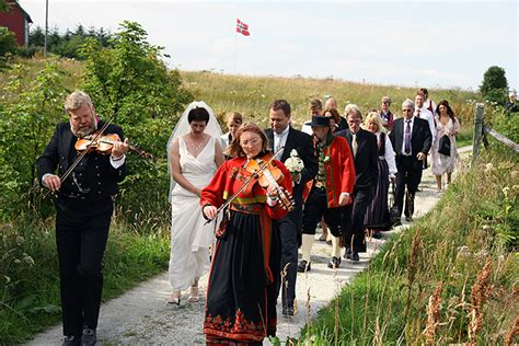 Culture> Weddings > Norwegian Wedding Traditions