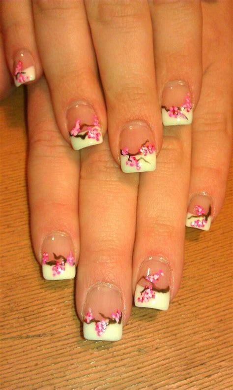 pretty flower nail designs