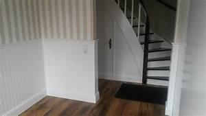 Wandgestaltung Treppenhaus Einfamilienhaus : wandgestaltung treppenhaus holzpaneele streifentapete wie usa original ~ Markanthonyermac.com Haus und Dekorationen