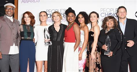 When Does Grey S Anatomy Resume In 2016 by Pompeo Grey S Anatomy Cast Win Favorite Network