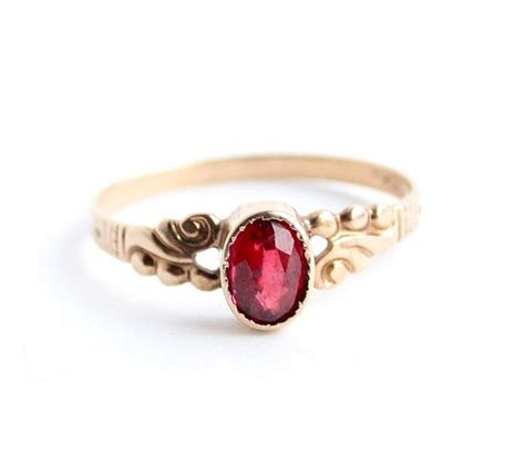 antique victorian  gold ring garnet red stone size