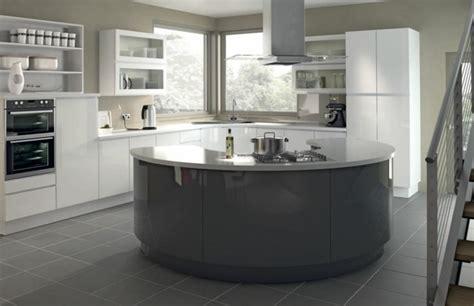 meuble cuisine couleur taupe cuisine gris anthracite 56 idées pour une cuisine chic et moderne