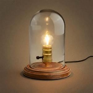 Lampe Sous Cloche : lampe de bureau avec cloche en verre et socle en bois clodia kosilum ~ Teatrodelosmanantiales.com Idées de Décoration