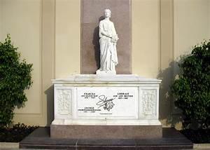 File:Liberace grave.JPG - Wikimedia Commons