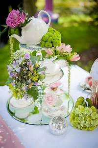 Tea party centerpiece tea house pinterest for Kitchen colors with white cabinets with pliage de serviettes en papier