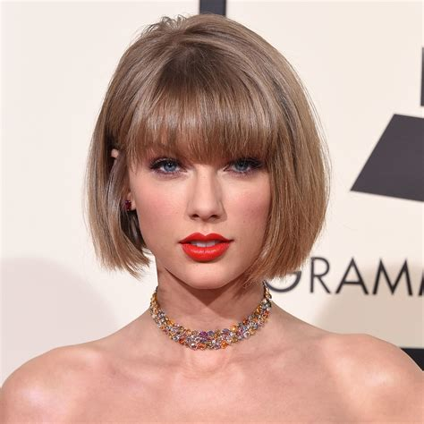 Taylor Swift Short Hair - Wavy Haircut