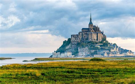 l histoire du mont michel et abbaye dossier