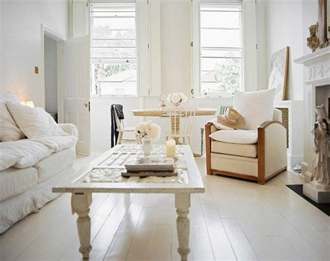 Make A White Living Room Chic & Unique : Distressed Yet Pretty White Shabby Chic Living Rooms