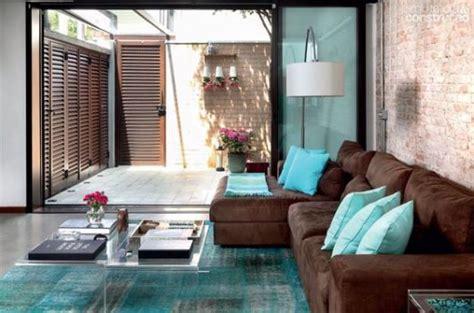 parede verde sofá marrom sof 225 chaise 55 modelos e ideias de como usar na sala