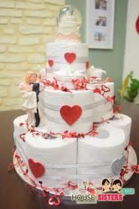 housesisters diy hochzeitstorte als geschenk hochzeitsgeschenk torte aus klopapier - Hochzeitsgeschenk Verpackung