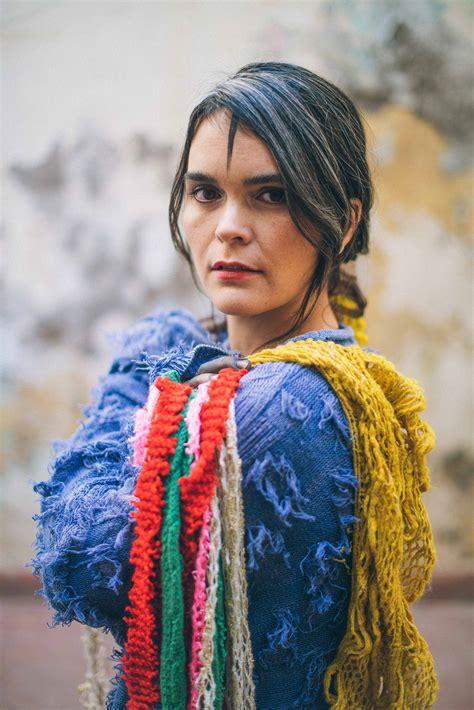 Vuelve el #tallermúsicaindependiente, esta vez online. El último concierto de Camila Moreno - Revista Capital