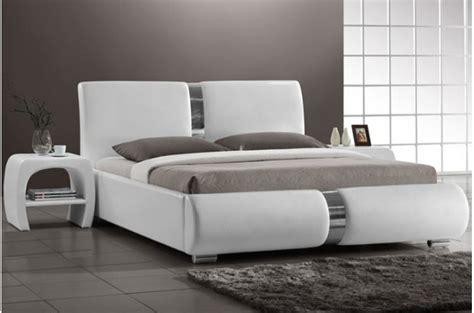 chambre lit blanc lit design blanc vitara 160x200 cm lits design pas cher