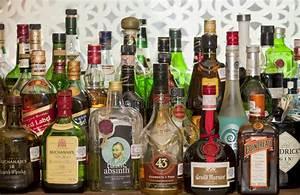 Alkohol Bar Für Zuhause : liquor bottles on a bar editorial image image of brand 27599020 ~ Markanthonyermac.com Haus und Dekorationen
