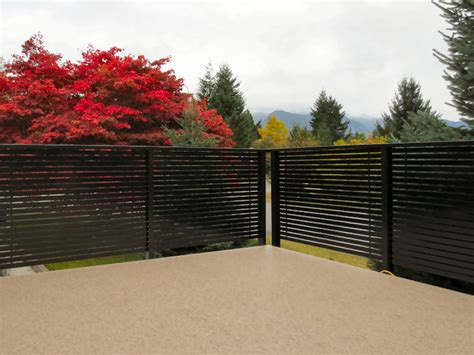 horizontal deck railing  advantages  disadvantages