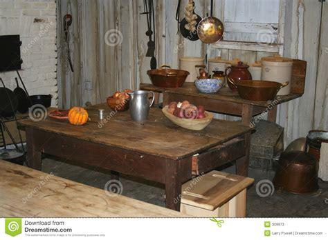 refaire une vieille cuisine une vieille cuisine dans une maison de plantation image