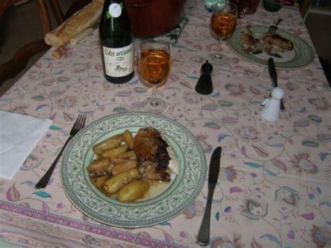cuisine pintade cocotte pintade cocotte aux pommes et aux panais la recette du