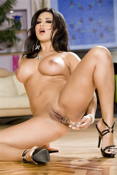 Sunny Leone In Pink Lingerie Toying Herself