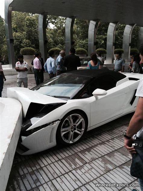 Valet Parking Lamborghini Fail by Hotel Valet Crashes Customer S Lamborghini Gallardo