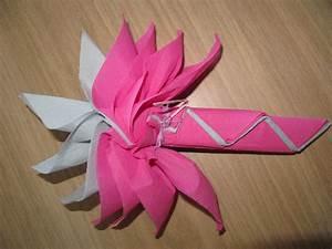 Pliage De Serviette Pour Noel Facile : pliage serviette papier rose de noel ~ Dode.kayakingforconservation.com Idées de Décoration