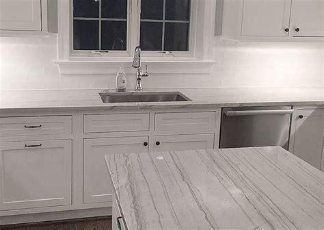 pictures of backsplashes in kitchen best 25 white macaubas quartzite ideas on 7441