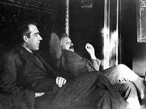 Einstein  Bohr E A Guerra Sobre A Teoria Qu U00e2ntica  U2013 Elton
