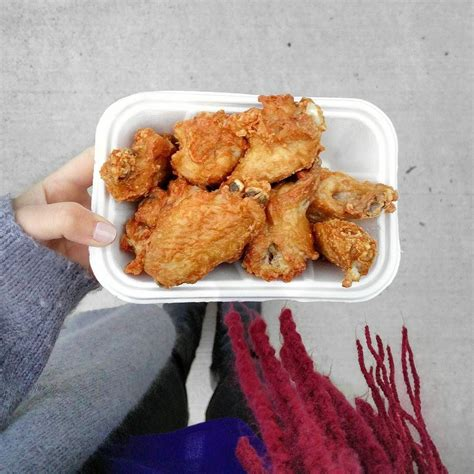 Крылышки буффало — традиционная закуска американской кухни. FINALLY tried the Costco food court chicken wings! It was ...