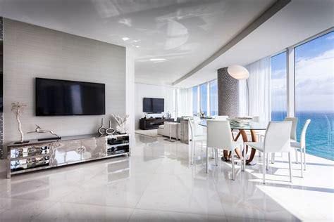 moderne tv möbel appartement de luxe avec vue sur l eau situ 233 sur la