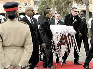 Tourists, fans gawk, call out at Anna Nicole Smith funeral ...