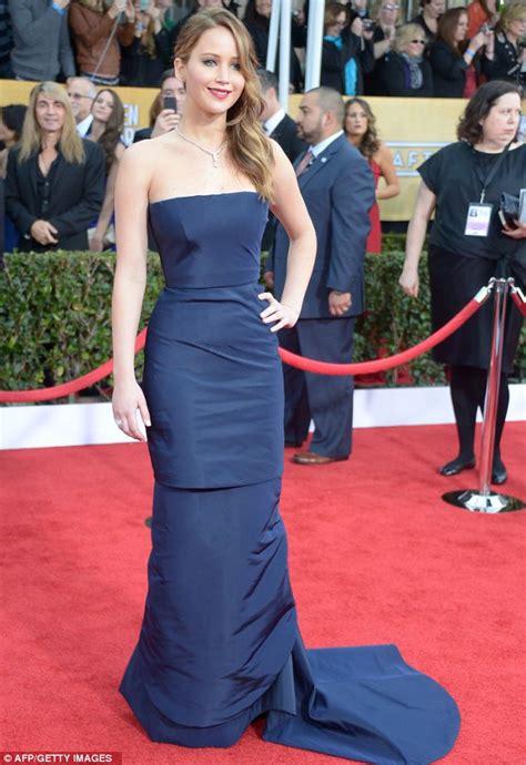Jennifer Lawrences Sag Awards Dress Didnt Rip It Was