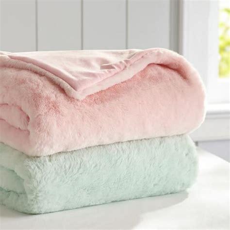 plaids fausse fourrure pour canapé le plaid fausse fourrure confort pour vous et style