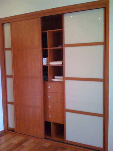 porte coulissante pour chambre placard coulissant sur mesure bien pratique la porte