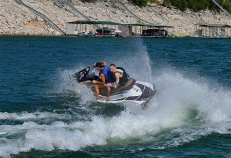 Lake Travis Boat Rentals With Captain by Boat Rentals Luxury Boat Rentals On Lake Travis