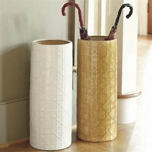 un porte parapluie design pour le style et le confort With tapis de yoga avec bout de canapé panier