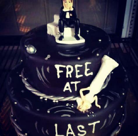 divorce cake    ridiculous  weve