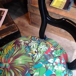 Tissu Imprimé Tropical : jungle beat tissu ameublement chaise fauteuil canap rideaux imprim motif tropical de matthew ~ Teatrodelosmanantiales.com Idées de Décoration